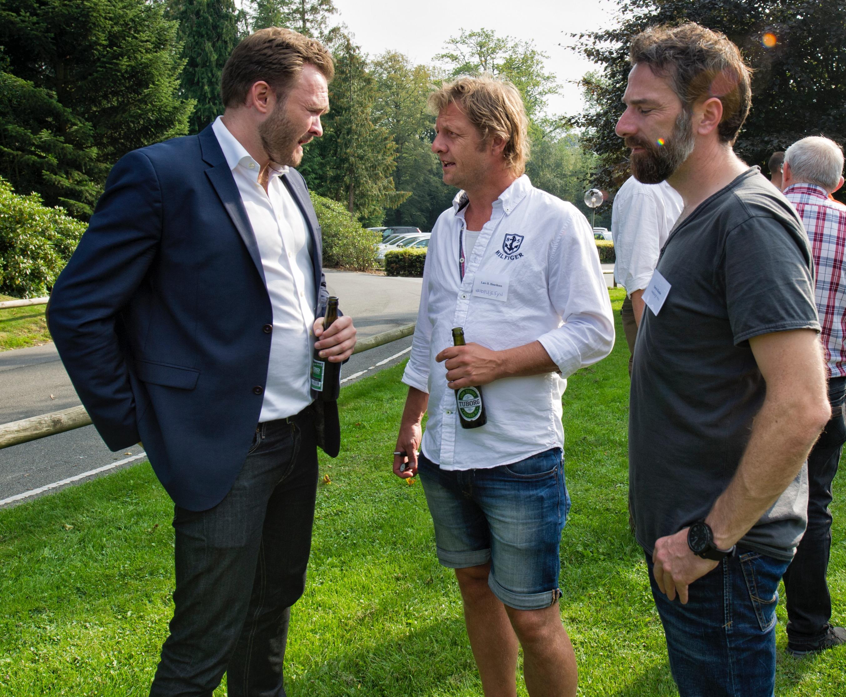 Dan Jørgensen får en god snak efter konferencen med folkene fra Vandpleje Fyn.