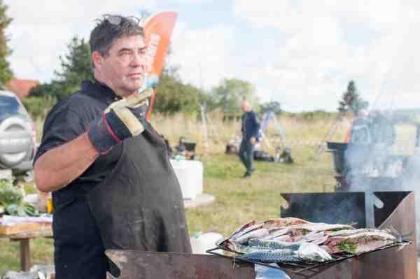 Jan Gildam fra Storrygeren på DR2 lavede friskrøgede lækkerier til deltagere og fremmødte interesserede.
