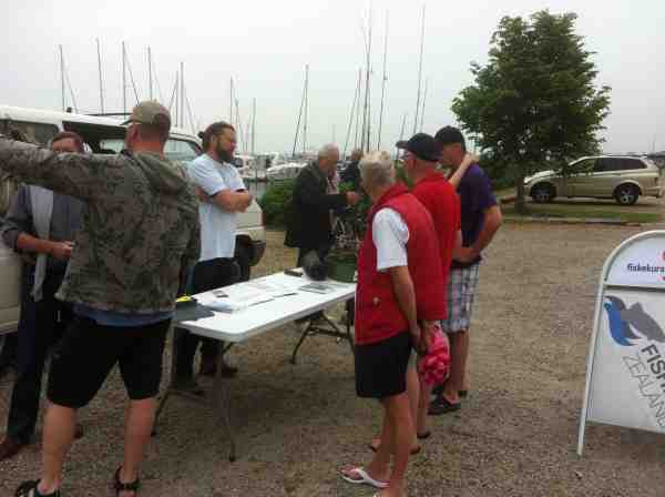 Claus Eklund rundt tre forskellige steder på Lolland og Falster for at fortælle om muligheder for fiskeri.