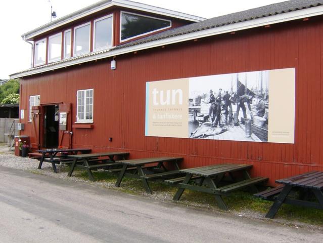 På Odden havn findes et lille museum, der viser tuneventyret på Odden. Lyst- og sportsfiskere fra ind- og udland, ofte med egen yacht eller indlejet båd, valfartede til Odden for at deltage i det veritable tun-eventyr, som i perioden fra 1920 til 1960 var et helt unikt kapitel i ikke bare havnens og Odsherreds, men fiskeriets historie i det hele taget. Tunfiskeriet foregik med båd ud for Odden havn til Sjællands Rev, Schultz' Grund og Briseis Flak og op til Hesselø i Kattegat og startede egentlig med, at bundgarnsfiskerne fik den store tun i nettet. Senere vandrede tunen over mod svenskekysten ved Kullen og ned i Øresund, hvor tuneventyret fortsatte. Udstillingen fortæller om tunen og tunfiskeriet både lokalt og i et nordatlantisk og kulturhistorisk perspektiv.